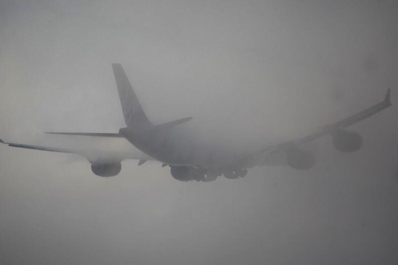 Otto voli dirottati per la nebbia comparsa nel pomeriggio a Genova