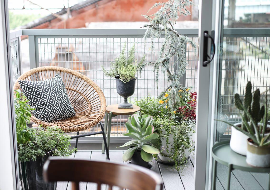 Divanetto Per Balcone Piccolo balcone e terrazzo di casa: come decorarli - lavocedigenova.it