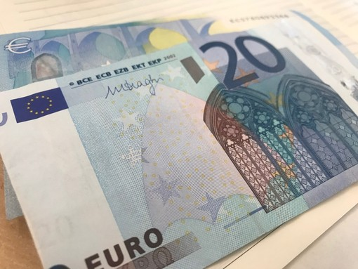 Pagano lo skipass con banconote false: nei guai due ventenni di Genova