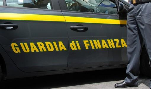 Maxi sequestro di scarpe contraffatte: la finanza scopre merce illegale per oltre 18 milioni di euro
