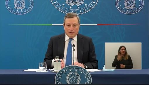 Covid, Draghi apre all'obbligo vaccinale e alla terza dose