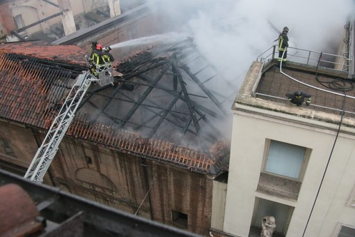 Arrestato a Genova il presunto responsabile del rogo alla Cavallerizza di Torino
