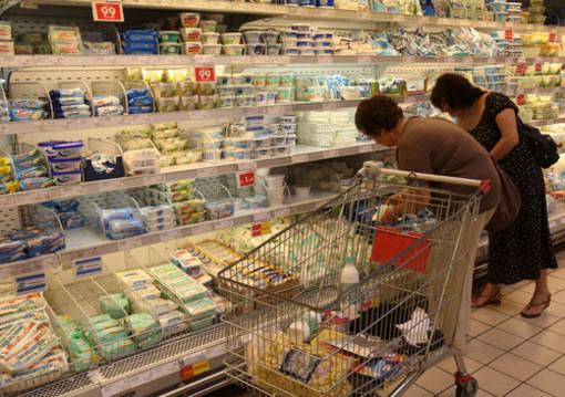 Genova, coniugi trovano topo morto all'interno della busta di insalata
