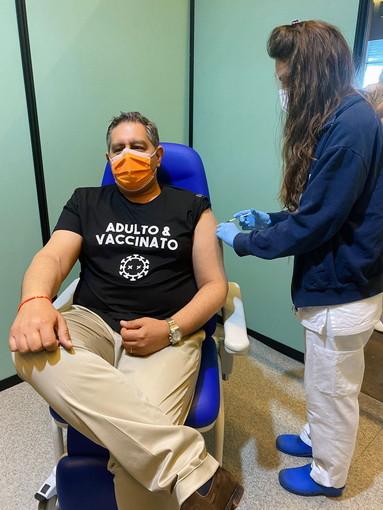 Il presidente della Regione quando ha ricevuto la prima dose del vaccino