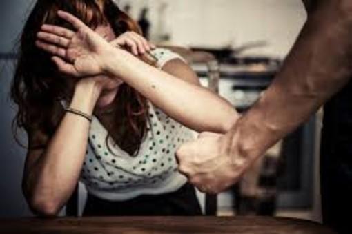 Picchia la moglie: arrestato per violenza in famiglia un iraniano