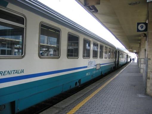 Albenga, passeggera chiede di spostare bagagli: aggredita insieme al capotreno da tre viaggiatori senza biglietto