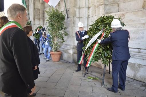 Corone di fiori per il 75° anniversario della Liberazione, ma senza festa di piazza