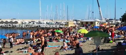 """Arenzano, assembramento e """"animi caldi"""" sulla spiaggia (VIDEO)"""