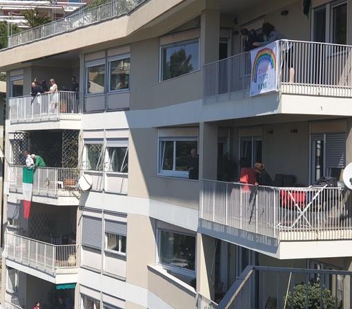 """""""Aperitivo condominiale"""": a Castelletto suoi poggioli per il brindisi di Pasqua"""