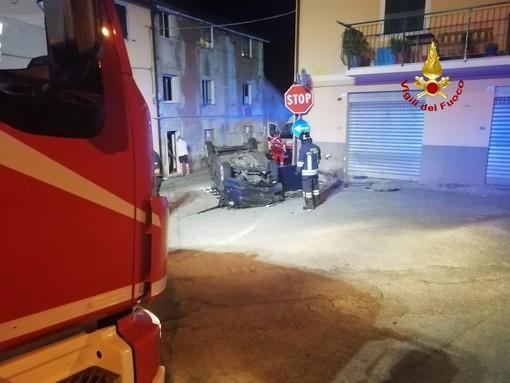 Pontedecimo: auto si ribalta, passeggeri estratti dai vigili del fuoco