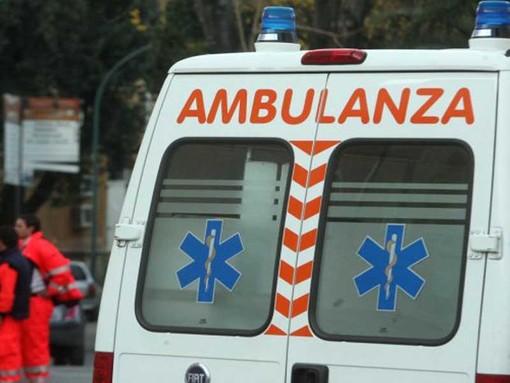 Bus di linea investe un pedone: neonato ferito a bordo trasportato all'ospedale Gaslini