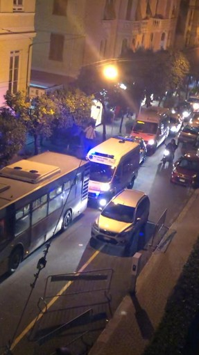 Pegli, via Parma come park momentaneo per le ambulanze