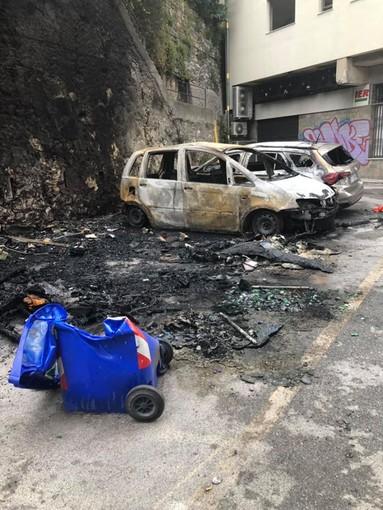 Genova, Principe: auto incendiate a causa di un petardo