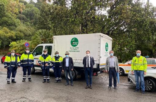 Alpini in campo con una donazione nazionale e locale per la cura dei pazienti [FOTO]