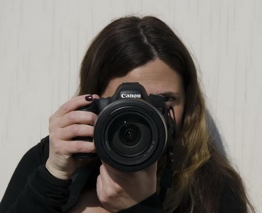 Angela Perri, una fotografa che 'gira intorno' alla musica, a settembre l'inaugurazione della sua mostra