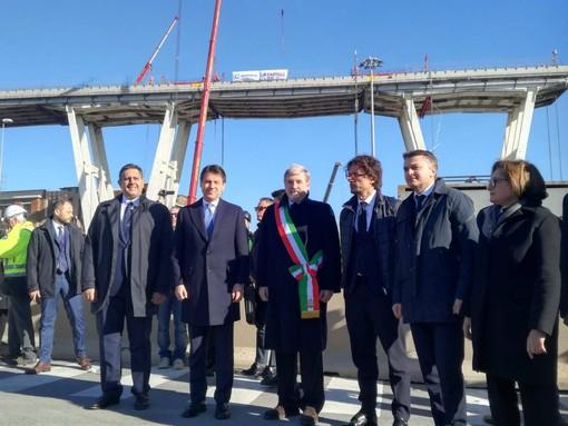 """Demolizione Morandi, Toninelli: """"Il nuovo viadotto sarà metafora del rilancio di tutta la nazione"""""""