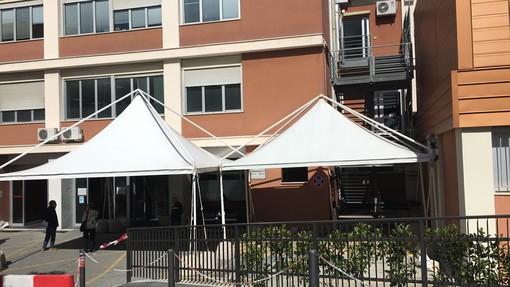 Ospedale San Martino: installata una copertura all'ingresso per proteggere pazienti e accompagnatori