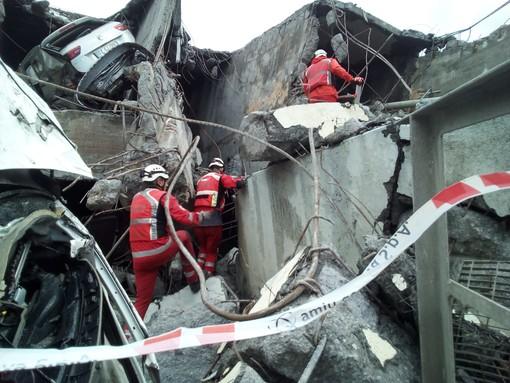 Crollo ponte: interrotti i lavori nell'alveo del Polcevera