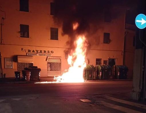 Vandalismo e danneggiamenti a Voltri, chiesti maggiori controlli da remoto e in presenza (FOTO)