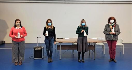 Sestri Levante: consegnate nelle scuole le borracce in acciaio realizzate nell'ambito della campagna Plastic Free