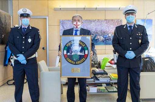 Quasi 50.000 euro donati alla Protezione civile grazie alla patch solidale ideata dalla polizia locale di Genova [FOTO]