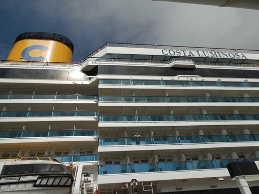 Coronavirus: domani sbarco protetto per l'equipaggio della nave Costa Luminosa