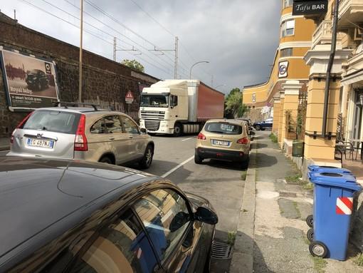 """Multedo, i cittadini non si arrendono: """"Chiudere il casello per i camion in uscita"""""""