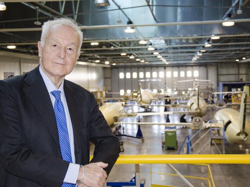 Il commissario di Piaggio Aerospace, Vincenzo Nicastro, nello stabilimento di Villanova d'Albenga