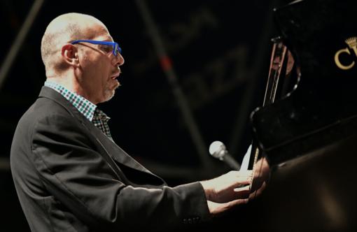 Il grande pianista Dado Moroni racconta la storia del jazz a Villa Pagoda
