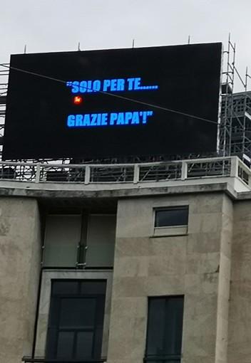 """""""Grazie Papà!"""": a Genova un ringraziamento speciale, ma a chi?"""