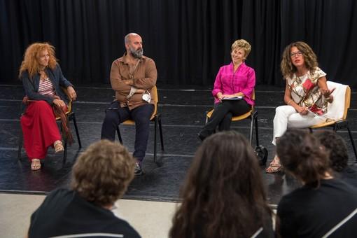 Teatro di Genova: inizia il nuovo anno della scuola di recitazione con la neo direttrice Elisabetta Pozzi