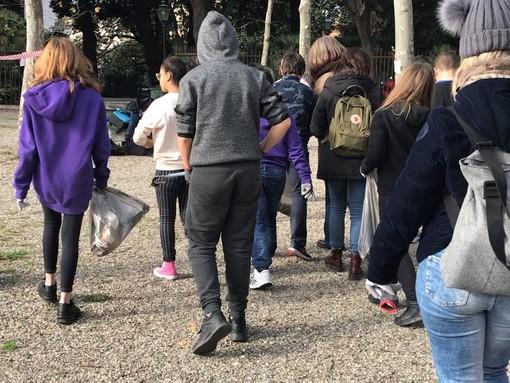 Circa 250 studenti genovesi raccolgono 33 kg di rifiuti al Parco dell'Acquasola con il progetto in collaborazione con la Fondazione Garrone