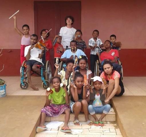 """Francesca Sivori, da Genova al Madagascar: """"Insegno ai disabili la musica classica come terapia"""""""