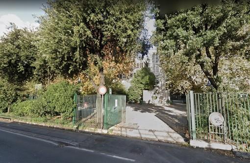 Area cani dei Giardini Pavanello di Sampierdarena terra di nessuno: cancelli aperti, padroni senza senso delle regole