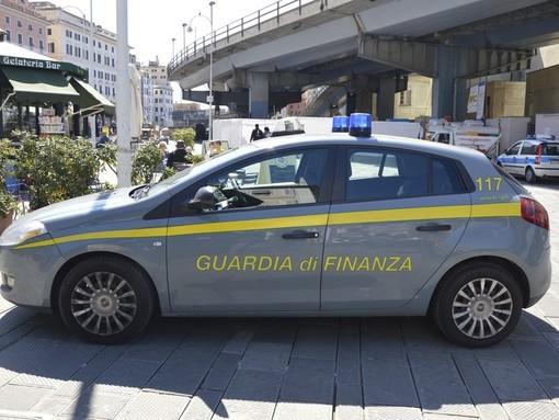 Genova: la Guardia di finanza sequestra 475 siti usati per vendere merce contraffatta