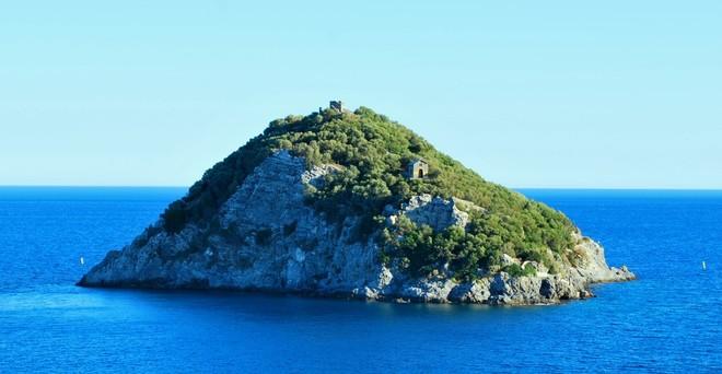 Bergeggi: la leggenda dell'isolotto che arrivò via mare