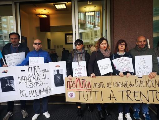 Itas: i lavoratori di Genova in piazza per dire no ai trasferimenti (FOTO e VIDEO)