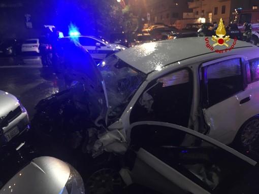 Albaro: incidente d'auto frontale, i 2 conducenti restano incastrati
