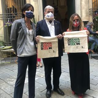 Il sindaco del capoluogo ligure Marco Bucci in visita alla 'Genova design week'