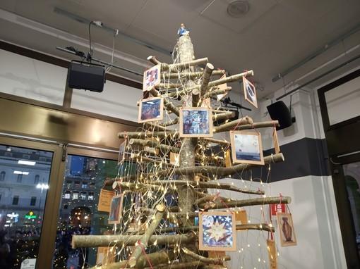 La Regione inaugura l'albero natalizio che riunisce le opere di 43 artisti liguri