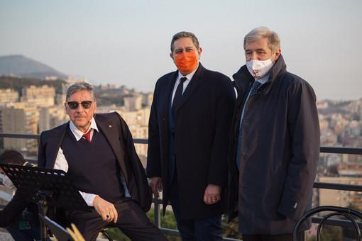 Da sinistra: l'attore Sergio Castellitto, il governatore della Regione Giovanni Toti, il sindaco di Genova Marco Bucci
