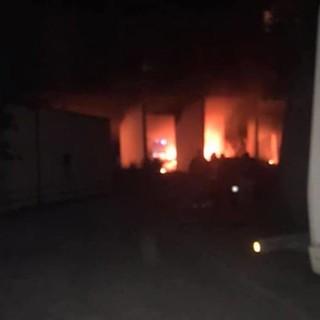 Incendio dei rifiuti ingombranti a Ca' Nuova: la situazione è sempre più delicata