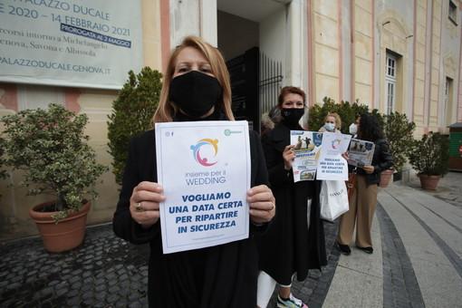 Matrimoni e ricevimenti ancora bloccati: 'Insieme per il wedding' manifesta in De Ferrari (VIDEO e FOTO)