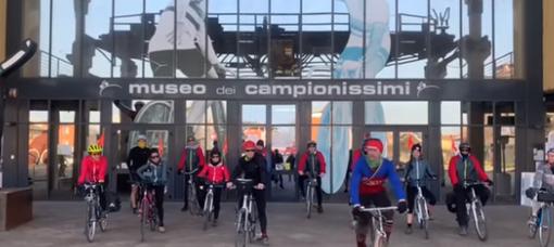 A Genova arriva alle 16 'L'ultima ruota': il viaggio in bici da Milano a Sanremo dei lavoratori dello spettacolo dal vivo