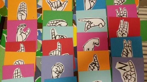 Campagna della Lega al VII Ponente per promuovere l'utilizzo della Lingua dei segni