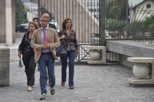 """Lamentela imprenditore per volo Alitalia: Laura Boldrini """"seduta nel posto assegnato e non al corrente della vicenda"""""""