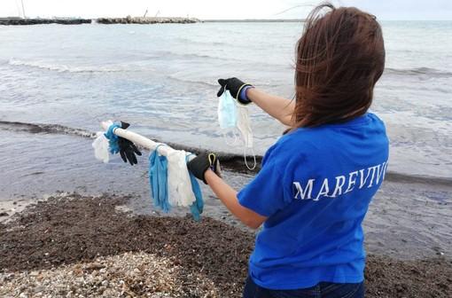 La pandemia nella pandemia: il Covid fa aumentare il consumo (e l'inquinamento) di plastica