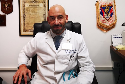 San Martino, il giovane neo direttore di Infettivologia fra lotta ai batteri resistenti, ricerca e campagna vaccini (VIDEO)