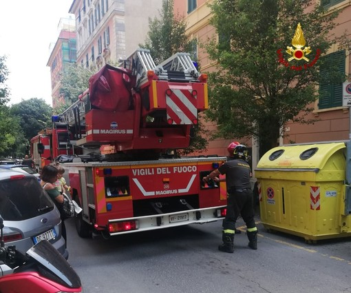 Carignano: incendio in appartamento, anziana salvata dai pompieri