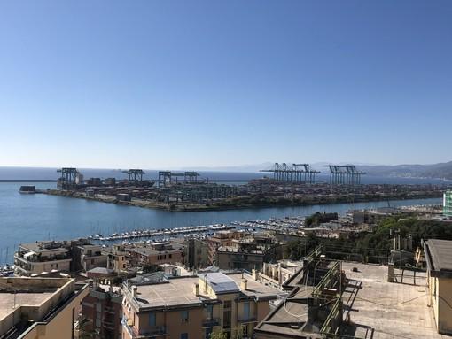Pra': sequestrate 8 tonnellate di guanti nel porto